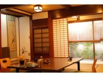 食事処。江戸末期の建物をそのまま残しています。個室でごゆっくり。