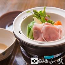 【松膳/蒸し物】 小国野菜の温泉蒸し・りんどうポーク