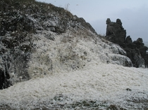 犬岩と台風時の波の花
