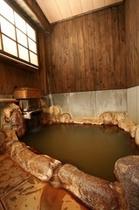 こじんまりした岩風呂【五の湯】