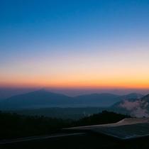 ■山際の夕焼け■美しい空と山とのコントラストに、心を打たれる体験を――
