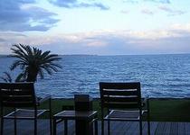 テラスから眺める海。