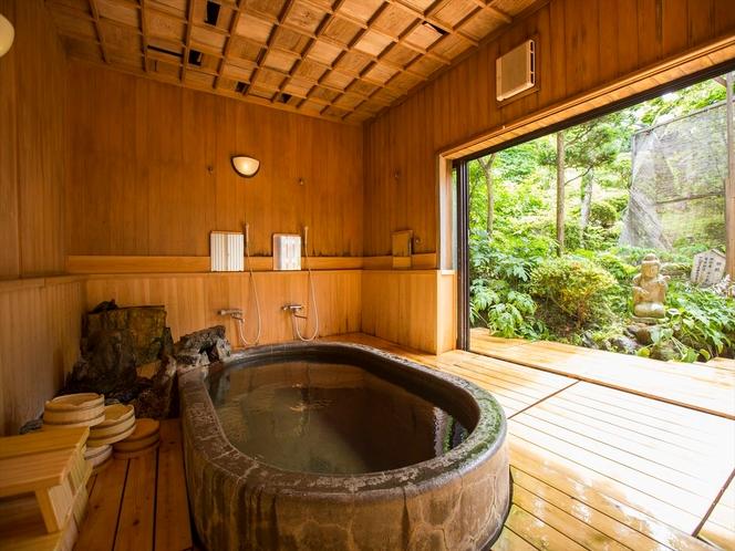 庭園に面した温泉は貸切も無料で可能