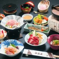 夕食は、季節の旬を取り入れたお料理をご用意致します。(一例)
