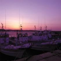 夕日の漁港