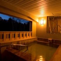 ◆貸切露天風呂(木の香・夜)