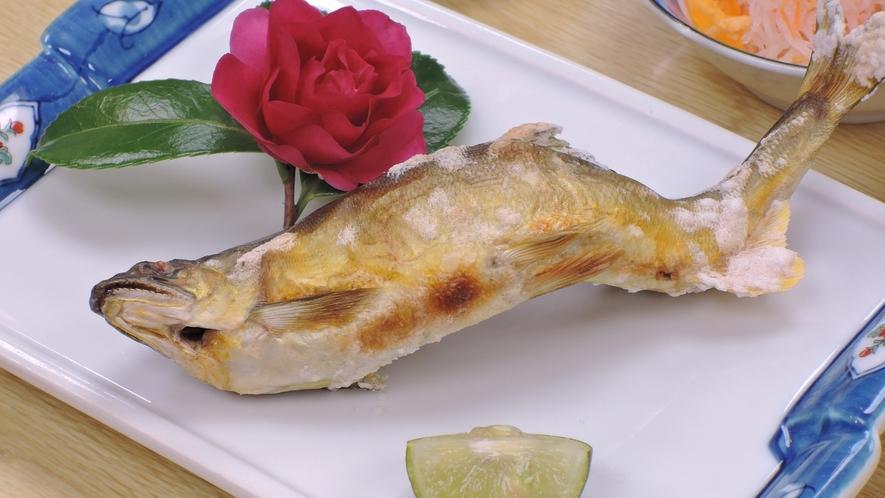 *【夕食一例】子持ち鮎の塩焼き