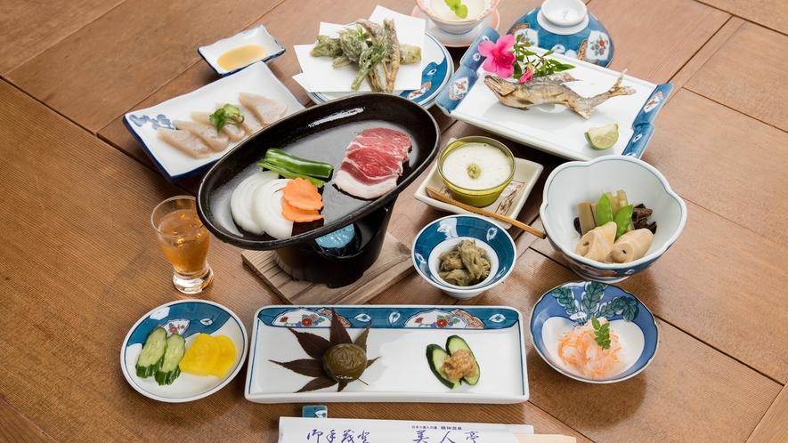 *【ジビエ料理(鉄板)】龍神村の恵みを使った郷土料理です。