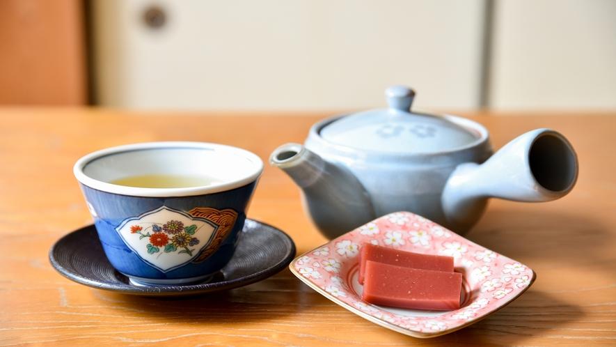 *お茶とお茶菓子(梅ようかん)