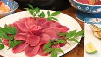 *【鹿鍋】新鮮な天然鹿は臭みも癖もなく、肉の旨みが十分。脂部分が少ないのでヘルシー