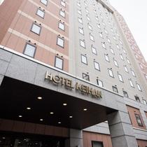 <ホテル外観>