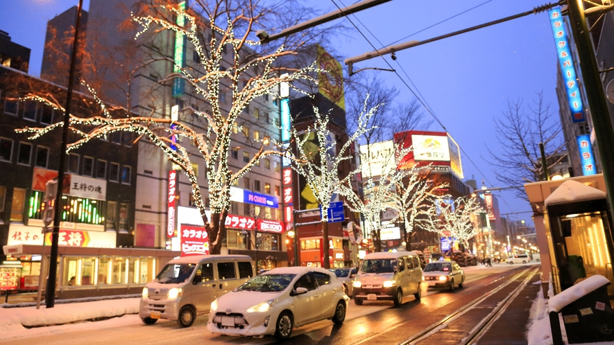 【冬の札幌駅前通】ホワイトイルミネーションで札幌の冬のメインストリートが華やぐ。