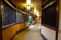 温泉への渡り廊下