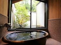 離れの古民家「つつじ」の半露天風呂