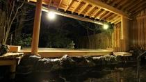 【露天風呂】女性様用大浴場の露天風呂は夜になると静けさに包まれます。