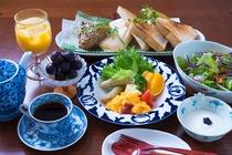 ⑨ブランチ(朝食)