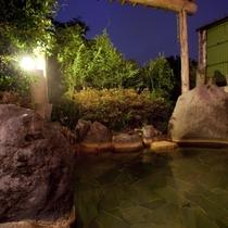 岩の露天風呂、御影石の露天風呂の2つの露天風呂をご用意しております。