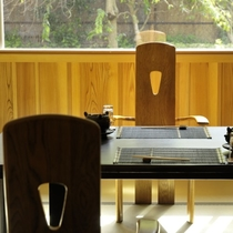 【お食事処】それぞれに仕切られたプライベート感溢れる趣のある空間をご用意しております。