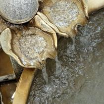 源泉かけ流しの大浴場露天風呂