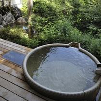 【女性用】信楽焼の露天風呂をご用意しております。