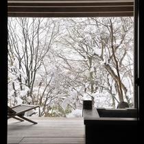 【露天付客室2ベッドタイプ】客室で雪見露天がお楽しみいただけます。