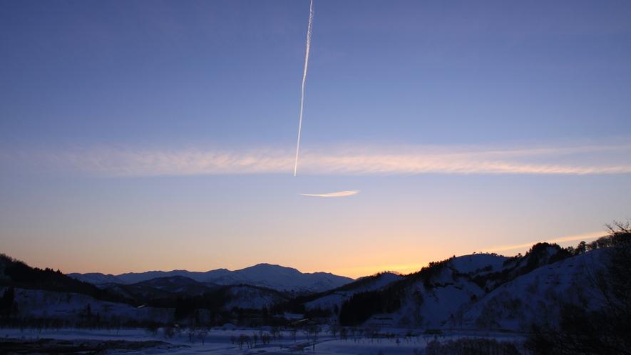 *[春/飯豊連峰]信仰登山の面影を残した山です。百名山の登頂を目指す登山者にとっての憧れの存在♪