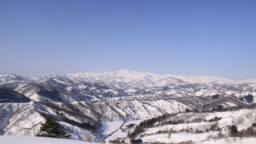 *[冬/飯豊連峰]標高2000m前後の個性的な峰が連なる美しい山々