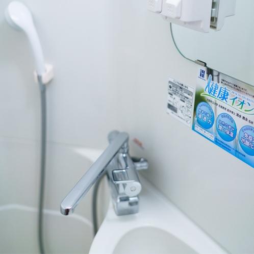 客室ユニットバス【混合水栓】当館の蛇口からはすべて健康イオン水が供給されます