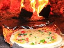 朝からピザを焼く田舎の農家民宿…珍しくありませんか?写真はカレーペーストを使ったピザです。