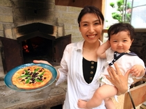 地元産ブルーベリーと、明太子ソースのユニークなピザ