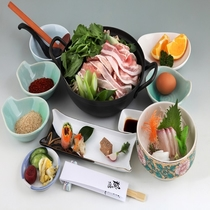 ヘルシー鍋にお刺身と前菜が付いた「お鍋にもうちょっと」コース