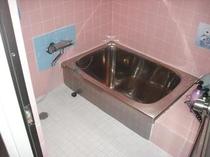 激安ゲストハウス洗い場付きバスルーム