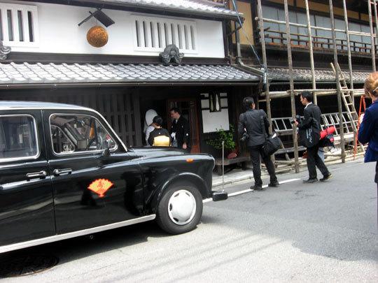ロンドンタクシーで結婚式場へ