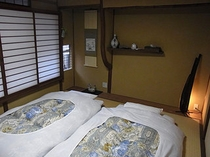 小部屋の寝室
