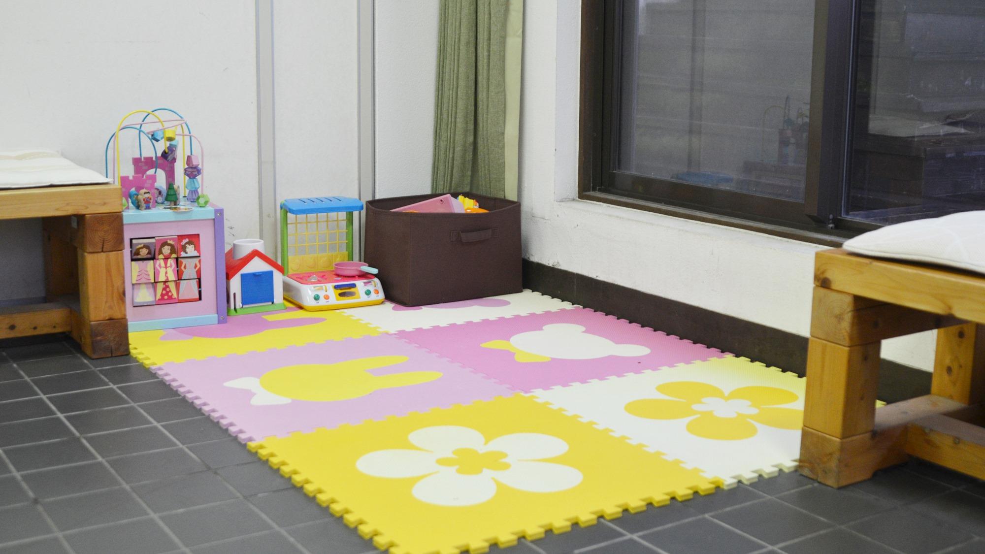 *【1階ロビー】お子様連れに嬉しい♪お子様の遊ぶスペースがございます。