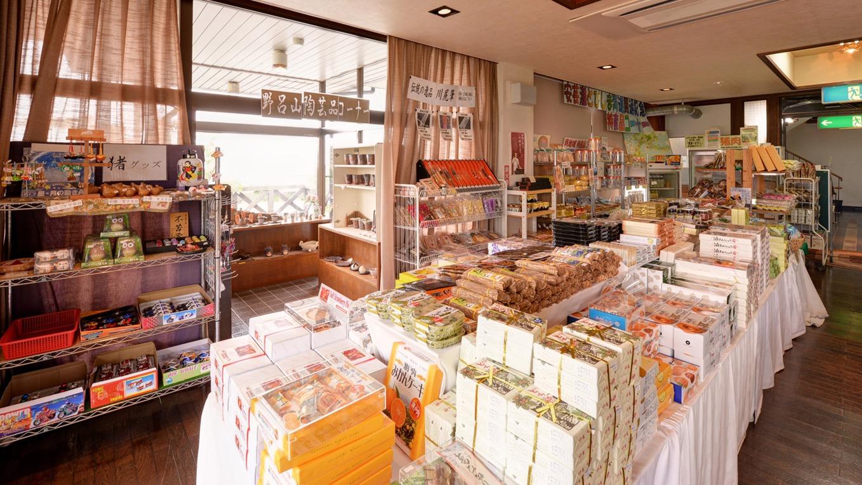 *お土産処/広島の名産品がズラリ!お友達やご家族へのお土産にどうぞ。