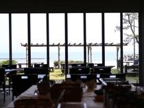 海が見える朝食会場