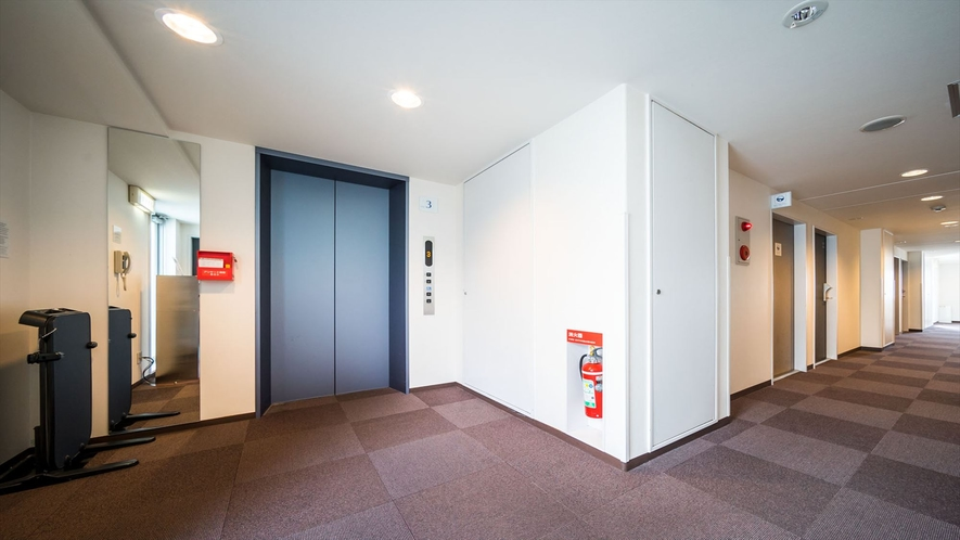 エレベーターも静かに動作しております。