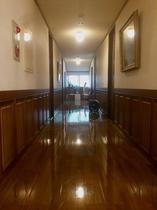 風合いのある廊下