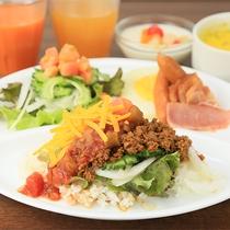 朝食一例タコライス