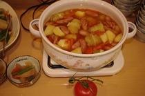 [ロールキャベツ] お客様からトマトを頂いたので他の野菜と一緒に煮込みました。