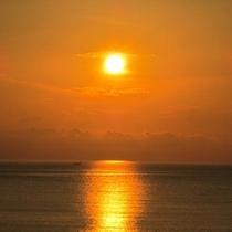 オレンジ色の夕日