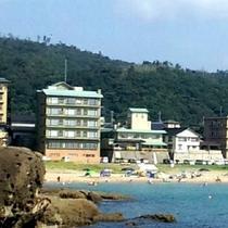 海まですぐ!まるでプライベートビーチのよう。散歩道よりながめる・・・