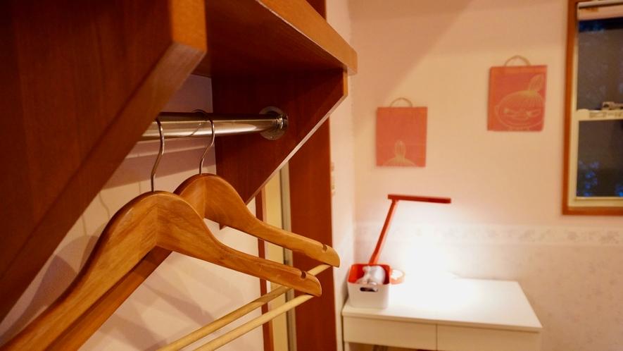 清潔感あるシンプルデザインのゲストルームが4部屋。 (人数に合わせて複数部屋ご利用できます。)