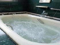 スーペリア・デラックス・スウィートのジャグジー付浴室
