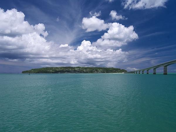 古宇利島と古宇利大橋・・・