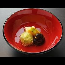 【贅-zei-】~炊き合わせ~この日の炊き合わせは枝豆と里芋の饅頭、南京かぼちゃ、椎茸の炊き合わせ。