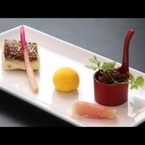 【贅-zei-】~焼物~ この日は鯛の塩焼きと小女子の甘露煮、卵の黄身酢