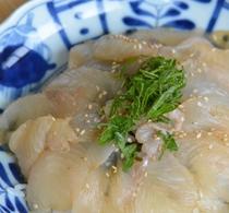 夕食は3種の選べる海鮮丼(漬ヒラメ)