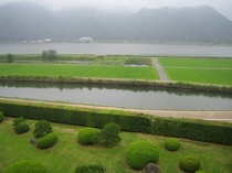 あさぎり荘中庭と円山川
